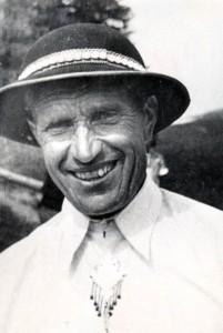 Gazda Franciszek Rzadkosz z Bukowiny Tatrzańskiej, który uczył Pingwiny jazdy na nartach.