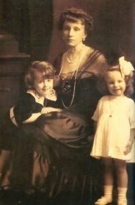 Maria z Lubomirskich Franciszkowa Zamoyska (1877–1954) z dziećmi Krzysztofem i Zeneidą, Wiedeń 1916.