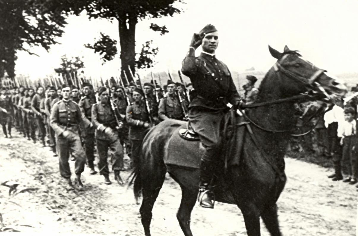 Porucznik Łukasz Ciepliński jako powódca plutonu ppanc. 62 pp w Bydgoszczy