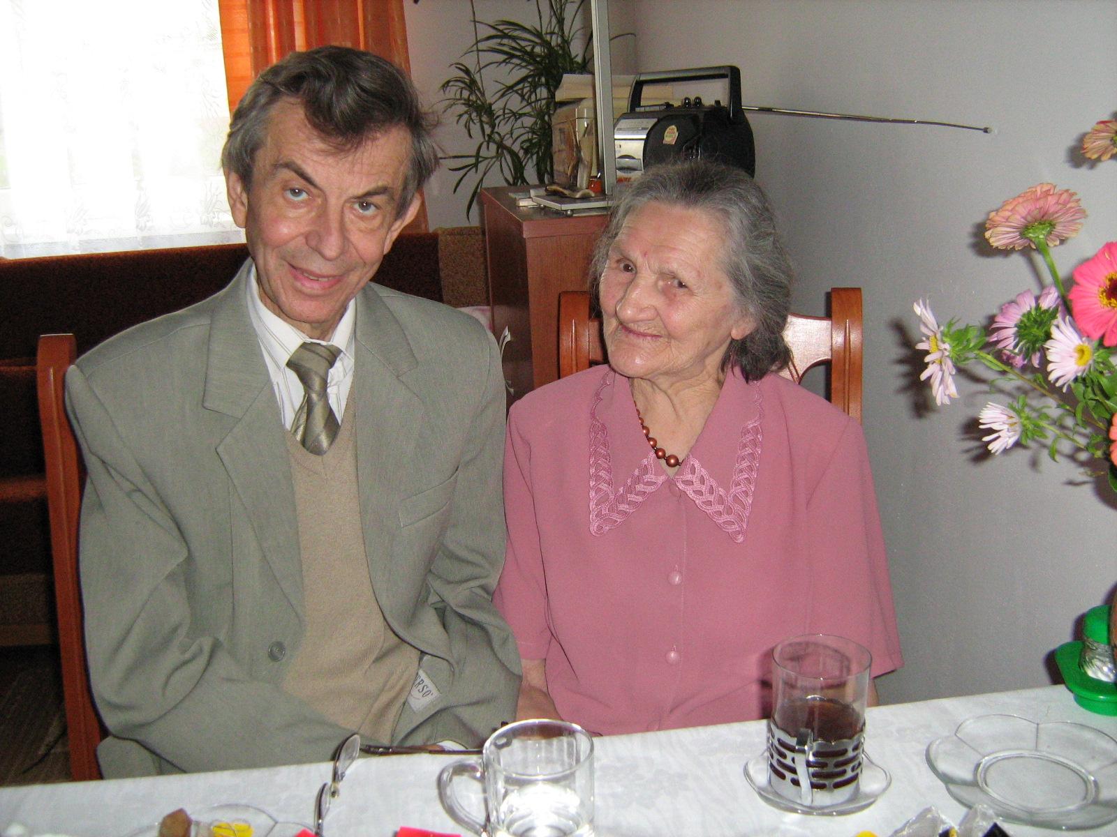 Dr Jerzy Lewandowicz ze swoją pacjentką Panią Janiną Bujalską - mamą siostry Teresy Bujalskiej, salezjanki.