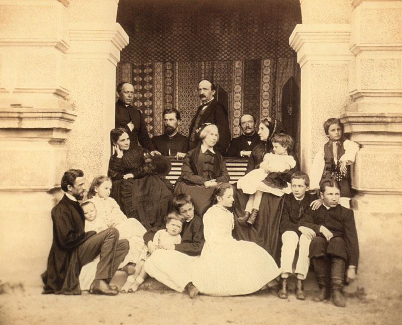 Rodzice Adama Stefana Sapiehy - Jadwiga z Sanguszków i Adam Stanisław Sapieha w otoczeniu rodziny, Lwów, ok.1898 r. (ze zbiorów Marii Osterwy Czekaj)
