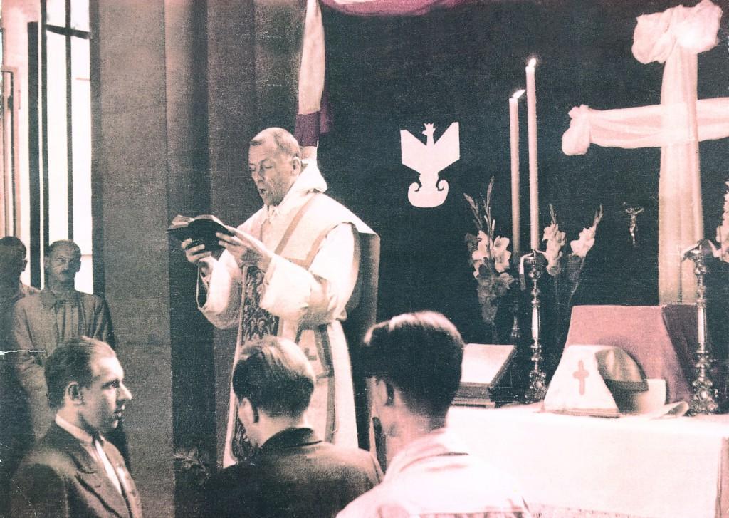 15 sierpnia 1944 r. Mszę św. w bramie tzw. Ubezpieczalni przy ul. Smulikowskiego odprawia bł. o. Michał Czartoryski. 6 września zamordowany przez Niemców wraz z rannymi szpitala powstańczego na Powiślu, jego ciało spalono.