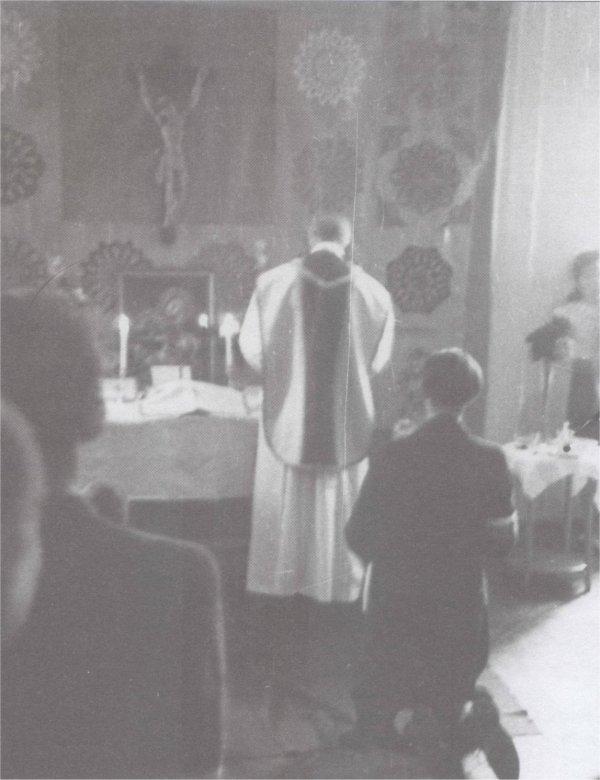 Msza św.podczas Powstania Warszawskiego w prywatnym mieszkaniu na Żoliborzu