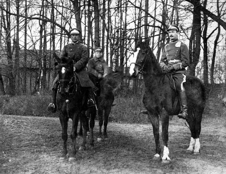 Wyjazd z rodzinnego majątku braci Xawerego i Antoniego Karśnickich na wojnę bolszewicką (arch. rodziny Karśnickich-Kozłowskich)