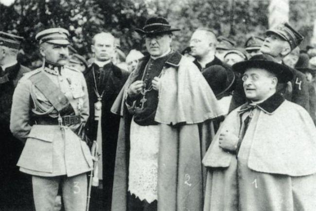 Warszawa (prawdopodobnie 1921 r.) Naczelnik Państwa Józef Piłsudski, prymas Aleksander kard. Kakowski i nuncjusz apostolski abp Achilles Ratti