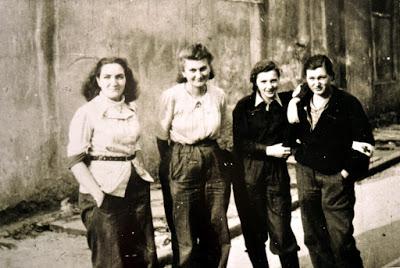 """Warszawa - sierpień 1944: sanitariuszki batalionu """"Kiliński"""""""