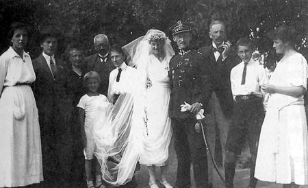 Maria i Stanisław Starowieyski w otoczeniu rodziny Szeptyckich i Starowieyskich z Bratkówki