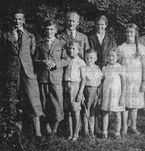 Stanisław i Maria Starowieyscy z dziećmi, Łaszczów, lata 30. XX w.