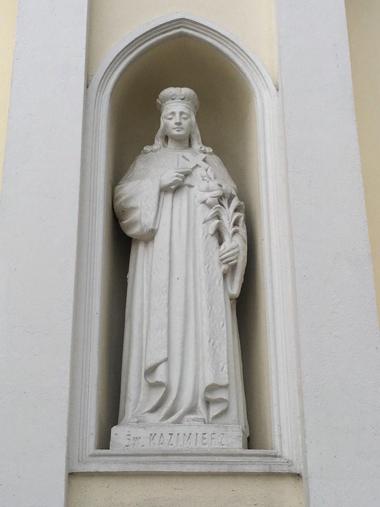 św. Kazimierz Królewicz - Statua na frontonie kościoła Matki Boskiej Częstochowskiej w Józefowie (fot. Paweł Kula)