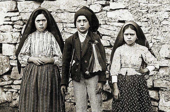 Dzieci fatimskie: Łucja Dos Santos, Franciszek i Hiacynta Marto, którym Matka Boża ukazała piekło (Fatima 1917)