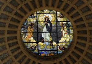 Witraż w amerykańskiej bazylice św. Wojciecha