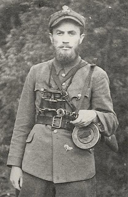 """Ppor. Anatol Radziwonik, ps. """"Olech"""", wiejski nauczyciel z grodzieńszczzny, dowódca jednego z ostatnich oddziałów WiN. Na odwrocie oryginału fotografii jego słowa: """"Nic dla siebie, wszystko dla Ojczyzny"""". Poległ w 1949 r."""