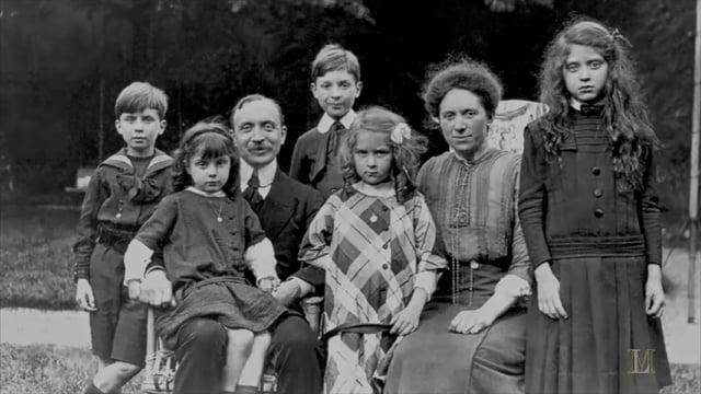 Marcel Lefebvre (w środku, w górnym rzędzie), z rodzicami i rodzeństwem)