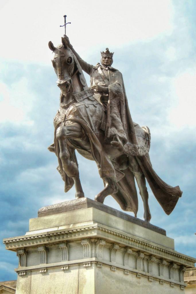 Statua św. Ludwika króla Francji w Reims