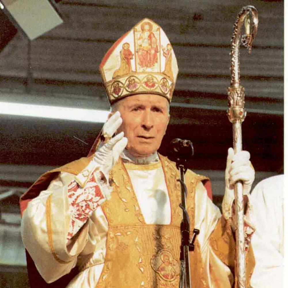 Abp Marcel Lefebvre podczas uroczystości konsekracji biskupów Bractwa św. Piusa X (1989 r.)