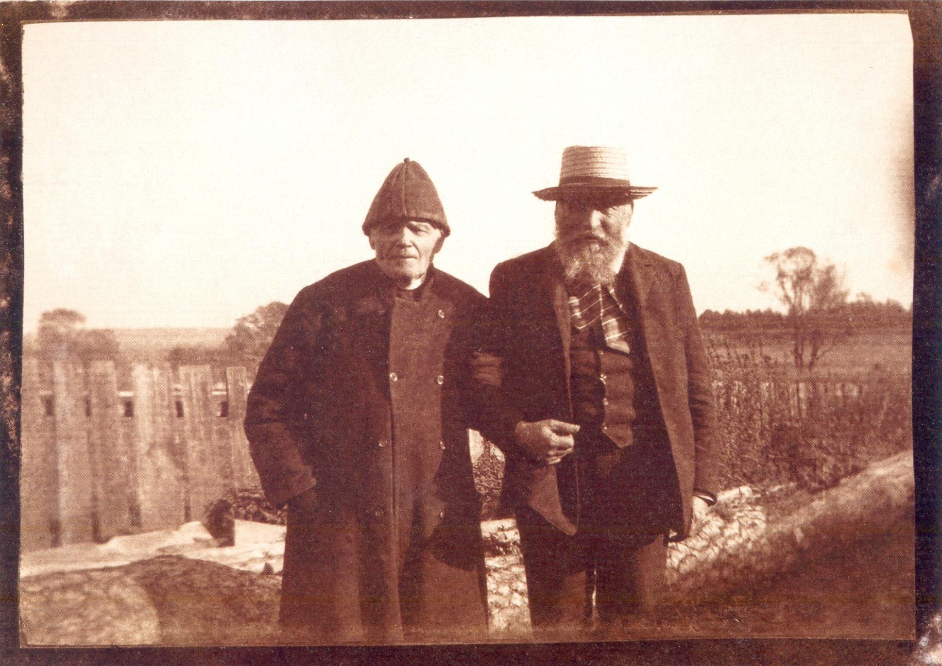 Józef  Chełmoński ze swoim spowiednikiem i przyjacielem o. Franciszkiem Barnabą Pełką