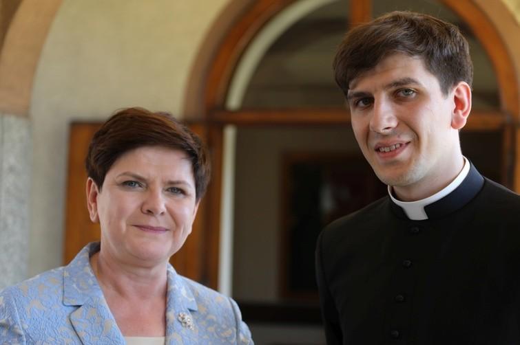 Pani Premier Beata Szydło z synem, ks. Tymoteuszem Szydło