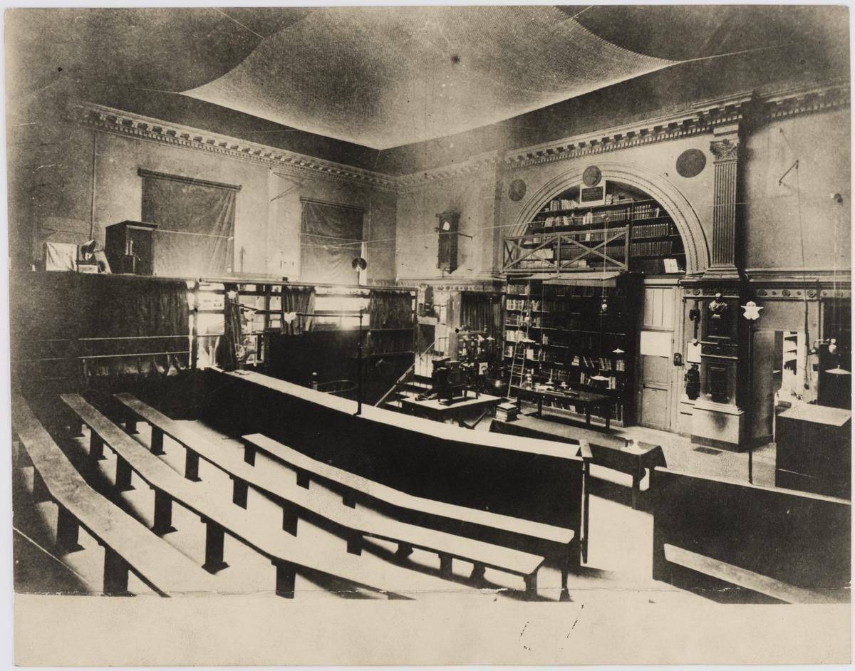 Sala w College de France, w której wykładał Mickiewicz (fot. z l. 20. XX w.)